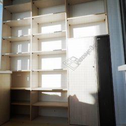 Встроенная мебель установленная на лоджии