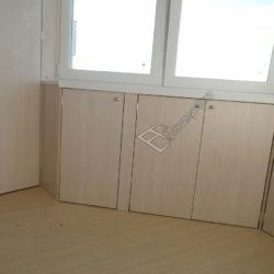 Встроенный на лоджии распашные шкафы