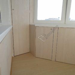 Встроенная мебель на лоджии - шкафы под подоконником