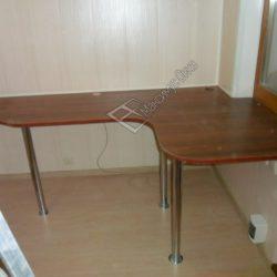 Обустройство лоджии встроенным письменным столом на заказ с ремонтом под ключ