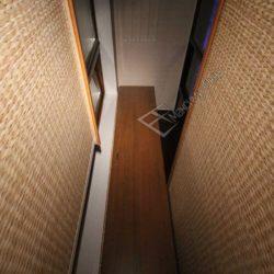 Шкаф встроенный в нише остекленного балкона после внутренней отделки