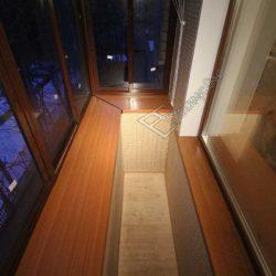 Холодное остекление с выносом небольшого балкона с внутренней отделкой