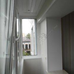 Пластиковые панели в отделке совмещенного с кухней балкона