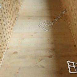 пол, обшитый деревянной доской