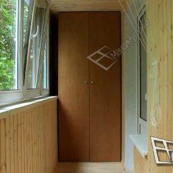 компактный двустворчатый шкаф и балконный блок