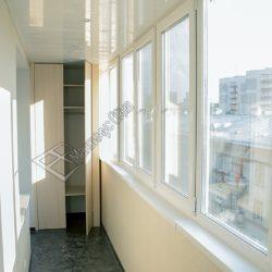 Встроенный шкаф на балконе совмещенном с кухней, комнатой после установки окон и внутренней обшивки