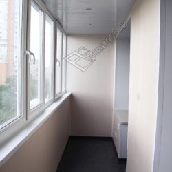 Внутренняя обшивка стен и потолка балкона после присоединения с кухне и комнате