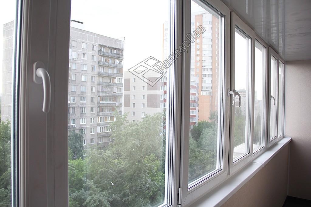 Пластиковое остекление балкона для объединения с комнатой