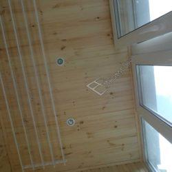 Обшивка потолка лоджии деревянной вагонкой А класса