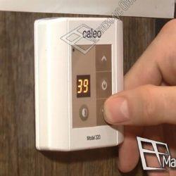Регулятор инфракрасного теплого пола установленный с выключателем и розеткой