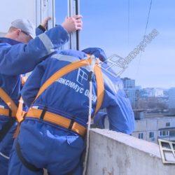 Монтаж оконных рам на парапете лоджии с самонесущей крышей