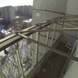 Завершенныый монтаж крыши на лоджии из металлических ферм
