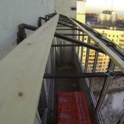 Крепление деревянных реек на крыше лоджии