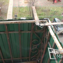 Монтаж кронштейнов для выносного остекления балкона