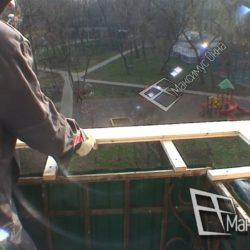 Монтаж каркаса на балконе сталинки для выноса остекления