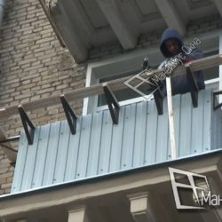 Монтаж деревянного каркаса для обшивки и выноса остекления на балконе сталинки
