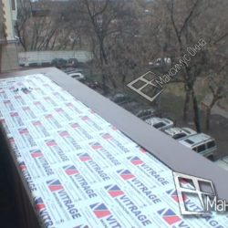 Монтаж пластикового подоконника на балконе сталинки