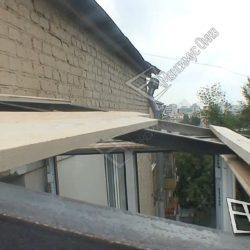 Укладка на металлический каркас крыши деревянных реек