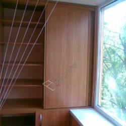 Встроенный шкаф с полками для лоджии