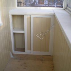 Встроенная тумба для маленького балкона