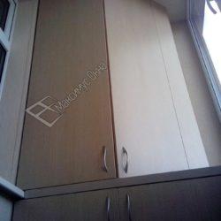 Оригинальный встроенный шкаф для лоджии из ламинированной ДСП