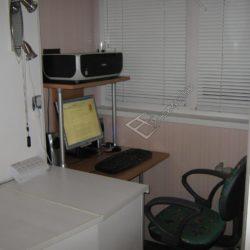 Встроенная мебель для рабочего кабинета на балконе