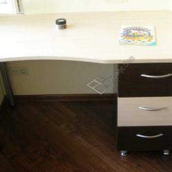 Компактный стол для лоджии по индивидуальным замерам