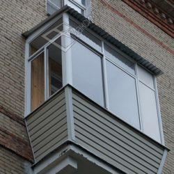 монтаж крыши на маленьком балконе сталинки