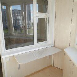 Набор встроенной мебели на лоджии, встроенные шкафы раскладной стол