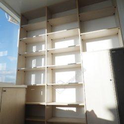 Встроенные в стену лоджии шкафы изготовленные на заказ