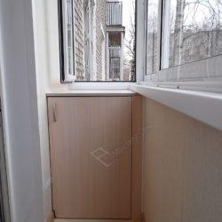Встроенная тумба на балконе, мебель на заказ