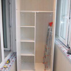 Встроенный шкаф на заказ для лоджии после остекления и отделки под ключ