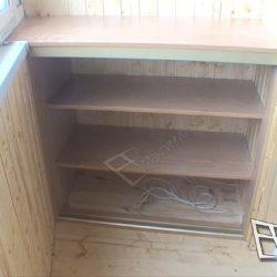 Обустройство балкона встроенным шкафом изготовленным под заказ