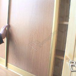 Раздвижные дверки шкафа купе сделанного на заказ для балкона