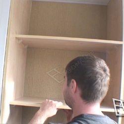 Сборка встроенного шкафа на балконе, установка полок