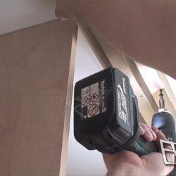 Монтаж полозьев для раздвижных дверей встроенного шкафа