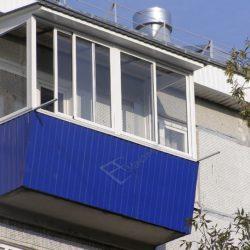 Холодное остекление балкона последнего этажа с установкой крыши