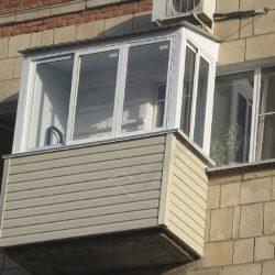 Остекление и монтаж крыши балкона