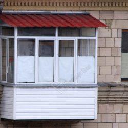 Ремонт и застекление балкона с монтажом крыши
