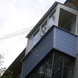 Остекление и монтаж крыши балкона под ключ