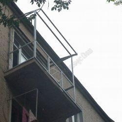 Остекление балкона с монтажом крыши на сварном металлическом каркасе