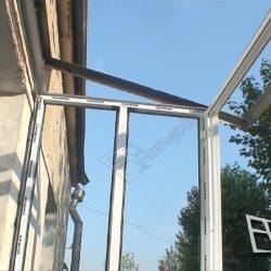 Металлический каркас крыши для балкона и рамы для остекления