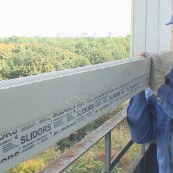 Установка оконных рам Слайдорс на балконе