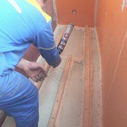 Герметизация швов между обрешеткой и листами пеноплекса на балконе