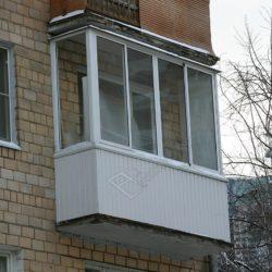 Холодное остекление балкона, обшивка вагонкой