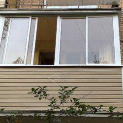 Капитальный ремонт балкона хрущевки, холодное остекление и сайдинг в обшивке