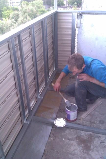 обрешетка металлического парапета балкона