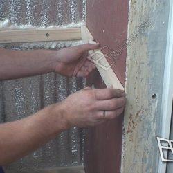 После утепления балкона проделывается обрешетка деревянными рейками.