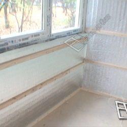 Застекленный ПВХ окнами утепленный балкон с обрешеткой для внутренней обшивки.