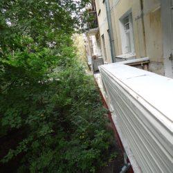 Балкон подготовленный к остеклению с выносом